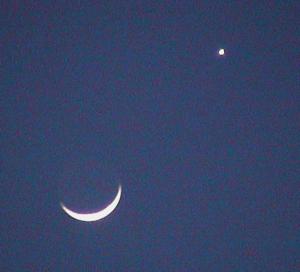 Moon and Venus at twilight: 6:30 pm CST